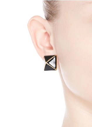 Figure View - Click To Enlarge - Kenneth Jay Lane - Enamel pyramid clip earrings
