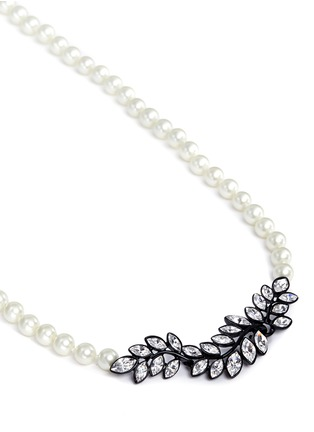 Detail View - Click To Enlarge - Kenneth Jay Lane - Crystal pavé leaf faux pearl necklace