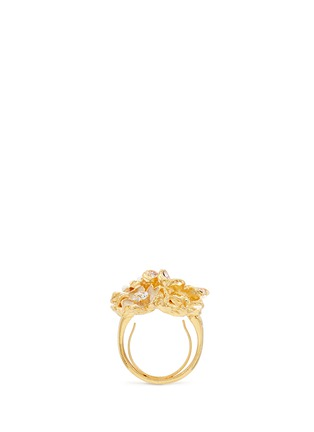 模特儿示范图 - 点击放大 - KENNETH JAY LANE - 花卉造型仿水晶珍珠戒指