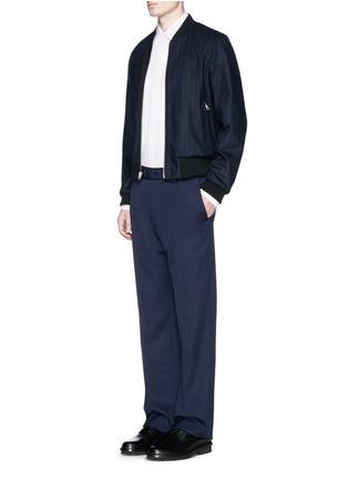 模特示范图 - 点击放大 - DRIES VAN NOTEN - 'Vinny' reversible tribal print and pinstripe bomber jacket
