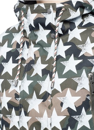 Detail View - Click To Enlarge - Valentino - Oversized star print camouflage hooded coat