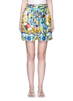 Belted maiolica print silk shorts