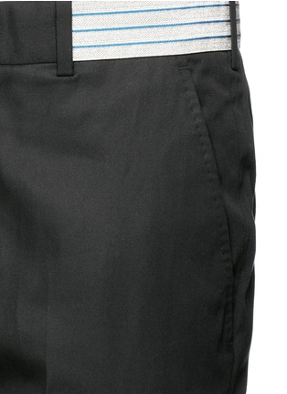 Detail View - Click To Enlarge - Alexander McQueen - Metallic waistband cotton twill pants