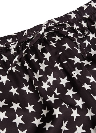 Detail View - Click To Enlarge - LOVESTORIES - 'Julian' star print satin pyjama pants