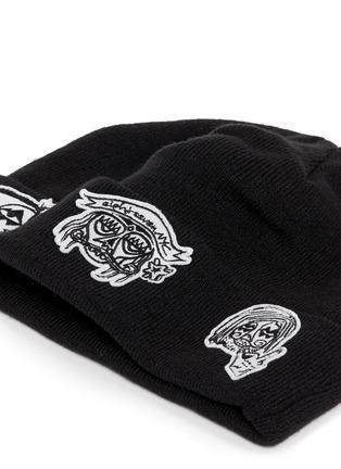 细节 - 点击放大 - HACULLA - 人脸徽章毛线帽