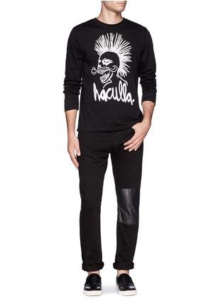 模特儿示范图 - 点击放大 - HACULLA - 人像字母图案长袖T恤