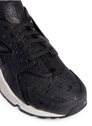 Detail View - Click To Enlarge - Nike - 'Air Huarache Run Premium' paisley embossed leather sneakers