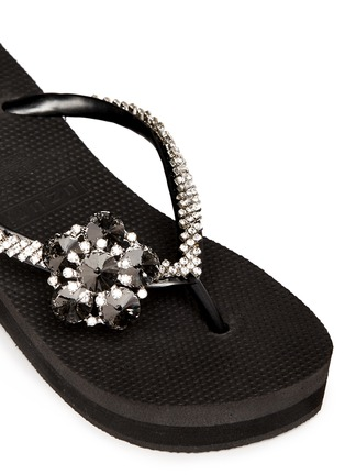 Detail View - Click To Enlarge - Uzurii - 'Black Swan' crystal flower wedge flip flops