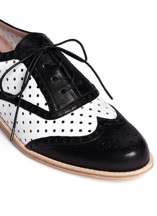 Detail View - Click To Enlarge - Stuart Weitzman - Dandyperf perforated brogue shoes