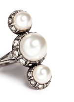 Inset crystal glass pearl ring