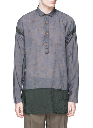 Main View - Click To Enlarge - kolor - Camouflage print contrast hem chambray shirt