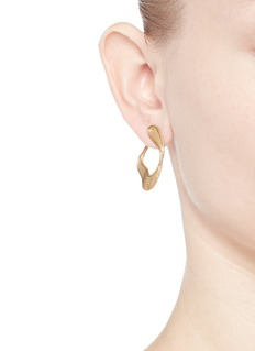 Fernando Jorge'Stream Lines' 18k yellow gold loop earrings