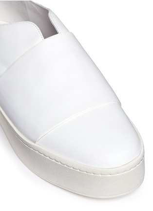 Detail View - Click To Enlarge - Vince - 'Wallace' wide band leather platform skate slip-ons