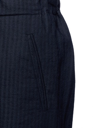 Detail View - Click To Enlarge - Uma Wang  - 'Pigiama' drawstring waist herringbone pants