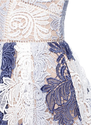Detail View - Click To Enlarge - self-portrait - 'Camellia' colourblock leaf guipure lace dress