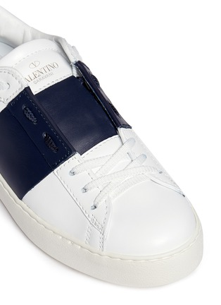 Detail View - Click To Enlarge - Valentino - 'Rockstud' contrast panel leather sneakers