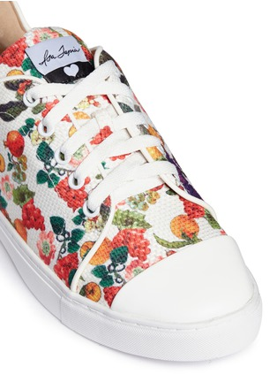Detail View - Click To Enlarge - Isa Tapia - 'Caelan' heart patch fruit print sneakers