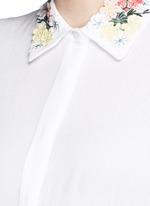 'Saira' floral embroidered collar crépon shirt