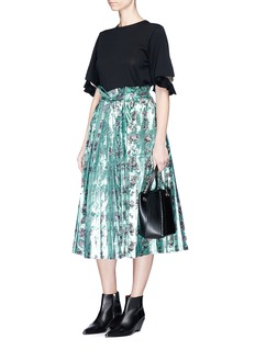 TOGA ARCHIVES Floral print lamé paperbag waist pleated skirt