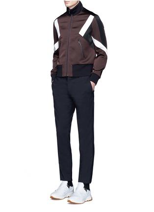 模特儿示范图 - 点击放大 - NEIL BARRETT - 拼色几何图案缎面夹克