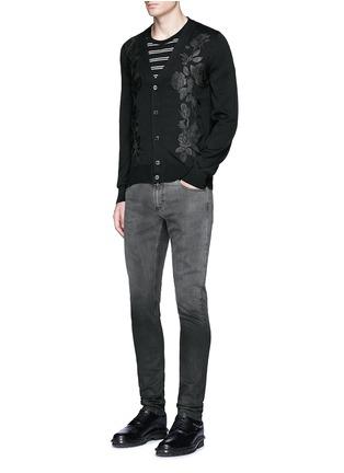 模特儿示范图 - 点击放大 - ALEXANDER MCQUEEN - 渐变水洗棉质牛仔裤