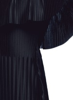 Off-shoulder plissé pleat dress