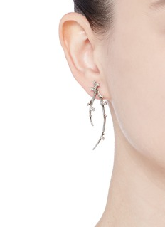 Heting 'Dewdrop' diamond 18k white gold twig earrings