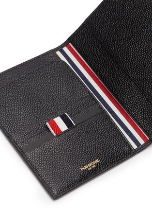 细节 - 点击放大 - THOM BROWNE - 条纹罗缎装饰粒面真皮护照夹