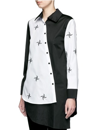 Front View - Click To Enlarge - Cynthia & Xiao - Embroidered windmill colourblock asymmetric front shirt