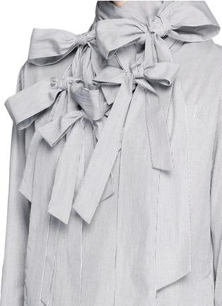 Detail View - Click To Enlarge - FACETASM - '5 Face Ribbon' stripe cotton poplin shirt