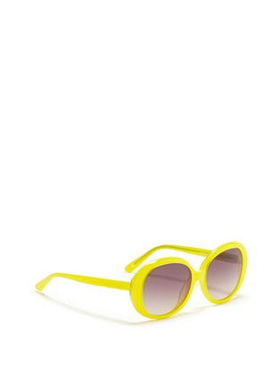 模特儿示范图 - 点击放大 - SONS+DAUGHTERS EYEWEAR - JACKIE THINK圆框太阳眼镜
