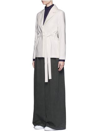 模特儿示范图 - 点击放大 - FFIXXED STUDIOS - 立领须边纯棉上衣