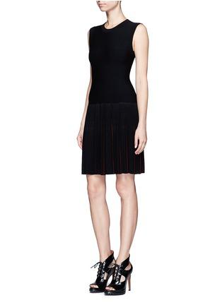 模特儿示范图 - 点击放大 - ALAÏA - Seguidille拼色百褶混羊毛连衣裙