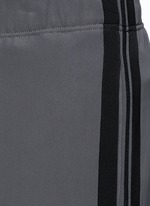 Side stripe cropped jogging pants