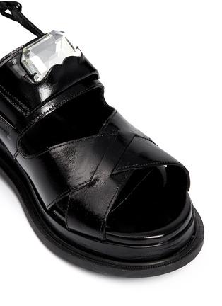 细节 - 点击放大 - ROBERT CLERGERIE - Gamure交叉搭带仿宝石真皮凉鞋