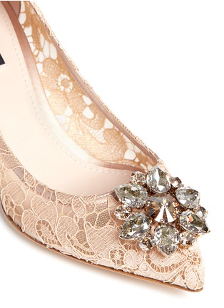 Dolce & Gabbana - 'Bellucci' jewel brooch lace pumps