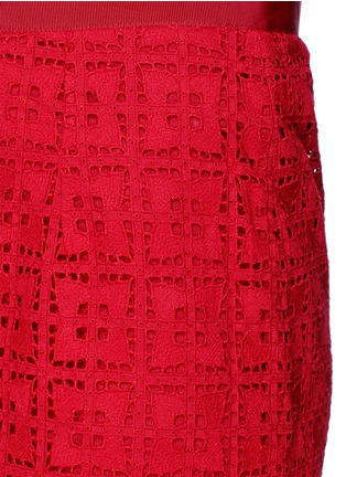 Detail View - Click To Enlarge - SACAI LUCK - Knit shorts underlay broderie anglaise skirt