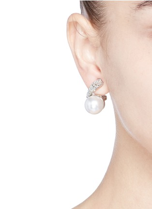 Figure View - Click To Enlarge - Kenneth Jay Lane - Glass crystal pearl flower clip earrings