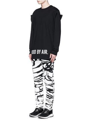 模特儿示范图 - 点击放大 - HOOD BY AIR - 布块拼贴双层纯棉卫衣