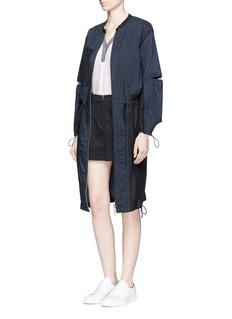 MO&Co.Contrast V-neck silk georgette blouse