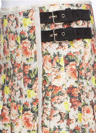 Detail View - Click To Enlarge - MSGM - Flower print leather trim pleated canvas skirt