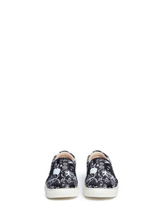 AKID 'Liv' Egyptian doodle print leather toddler slip-ons