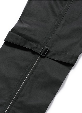 Detail View - Click To Enlarge - Alexander McQueen - Harness cotton twill cropped pants