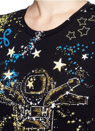 Detail View - Click To Enlarge - Valentino - Astronaut cosmos print jersey T-shirt
