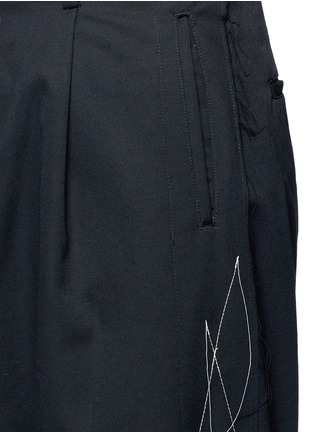 Detail View - Click To Enlarge - Sulvam - Contrast stitch raw edge cropped wool pants