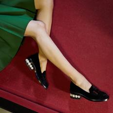 New Modern Essentials: The Shoes and Handbag Edit