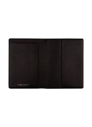 - GLOBE-TROTTER - Jet passport sleeve – Black