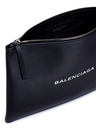 Detail View - Click To Enlarge - BALENCIAGA - 'Everyday' logo print leather zip pouch
