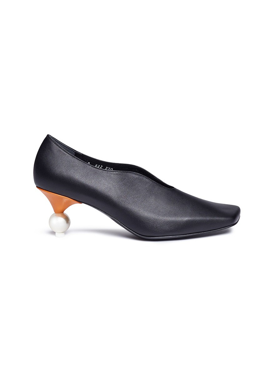 Faux pearl heel colourblock choked-up leather pumps by Yuul Yie