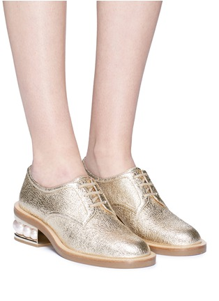 Front View - Click To Enlarge - Nicholas Kirkwood - 'Casati' faux pearl heel crinkled leather Derbies